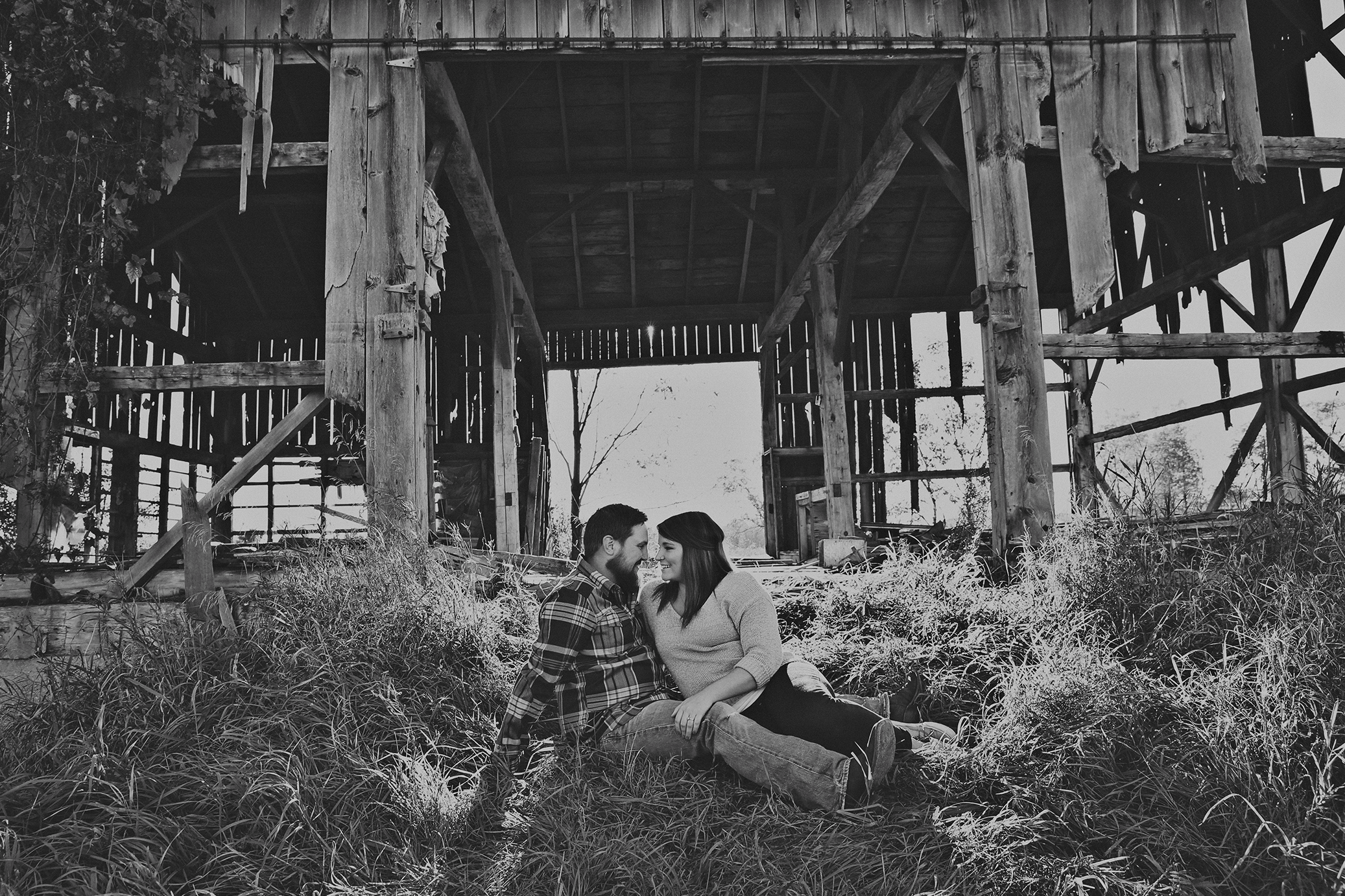rustic-barn-engagement_0001