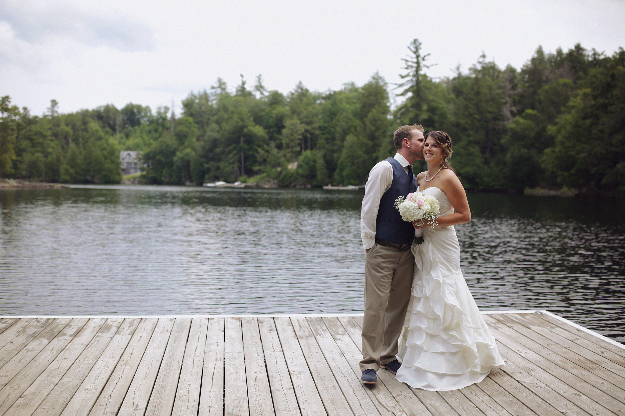 Intimate_Haliburton_Wedding_0024