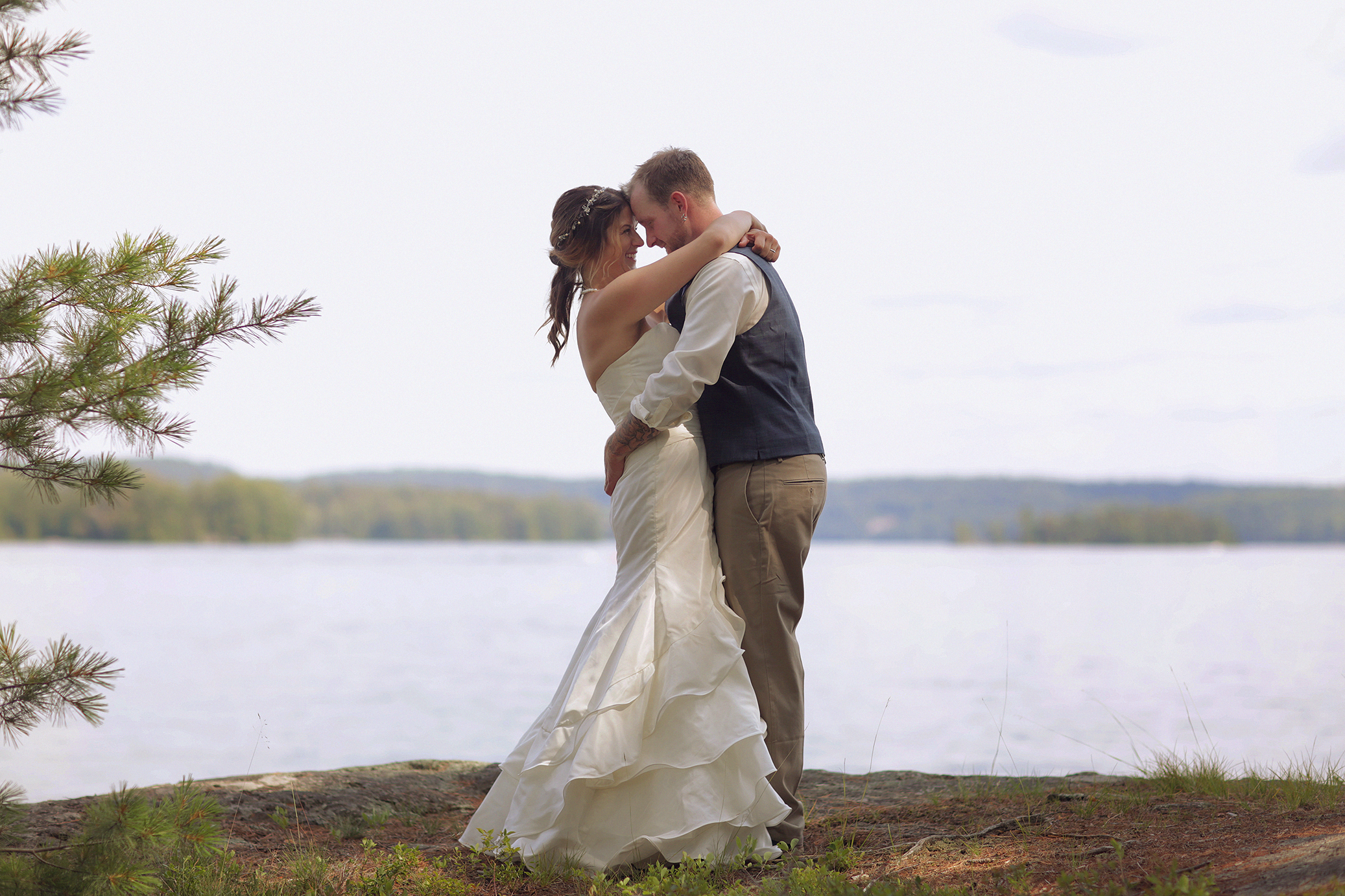 Intimate_Haliburton_Wedding_0028