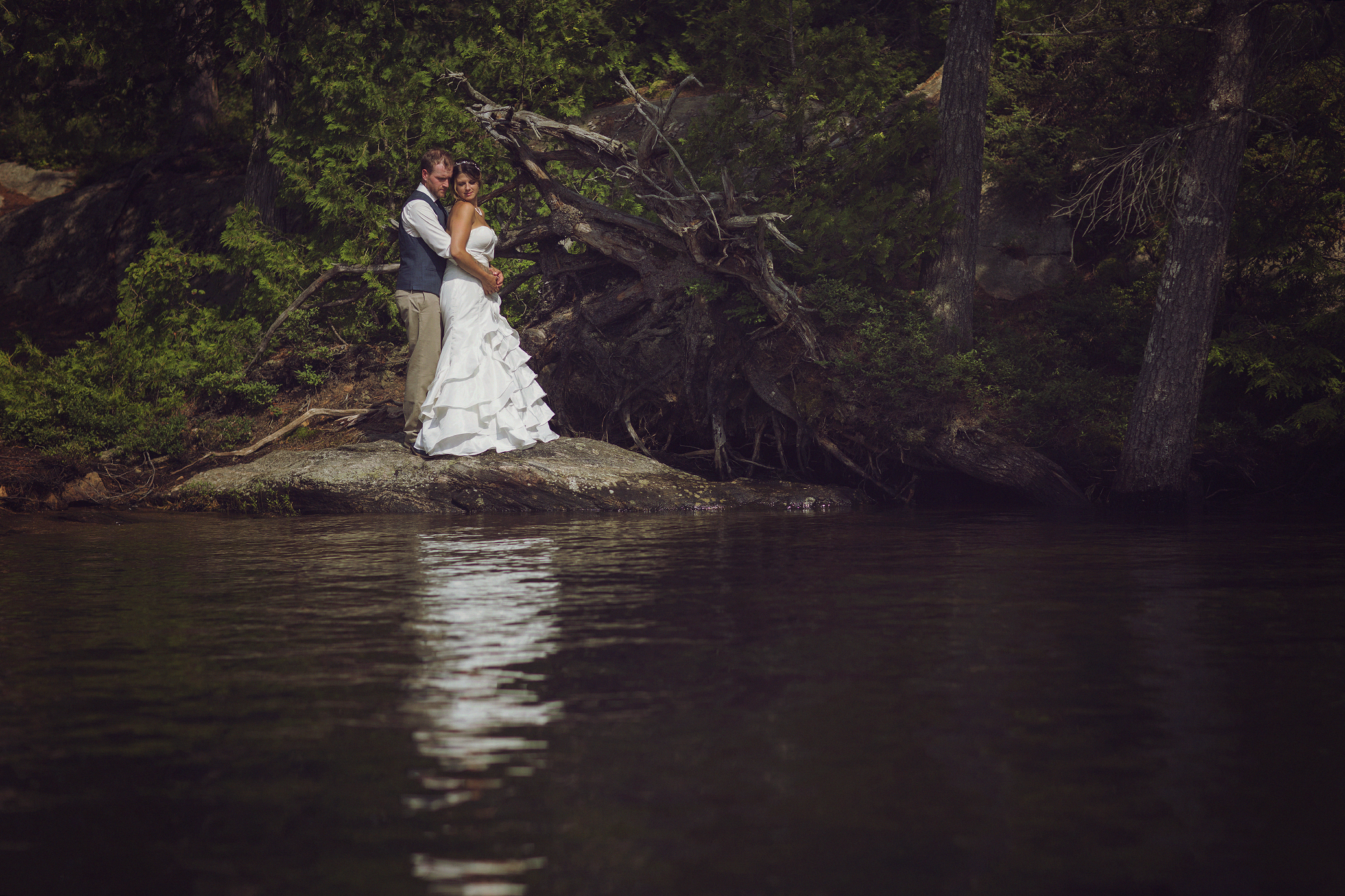 Intimate_Haliburton_Wedding_0034