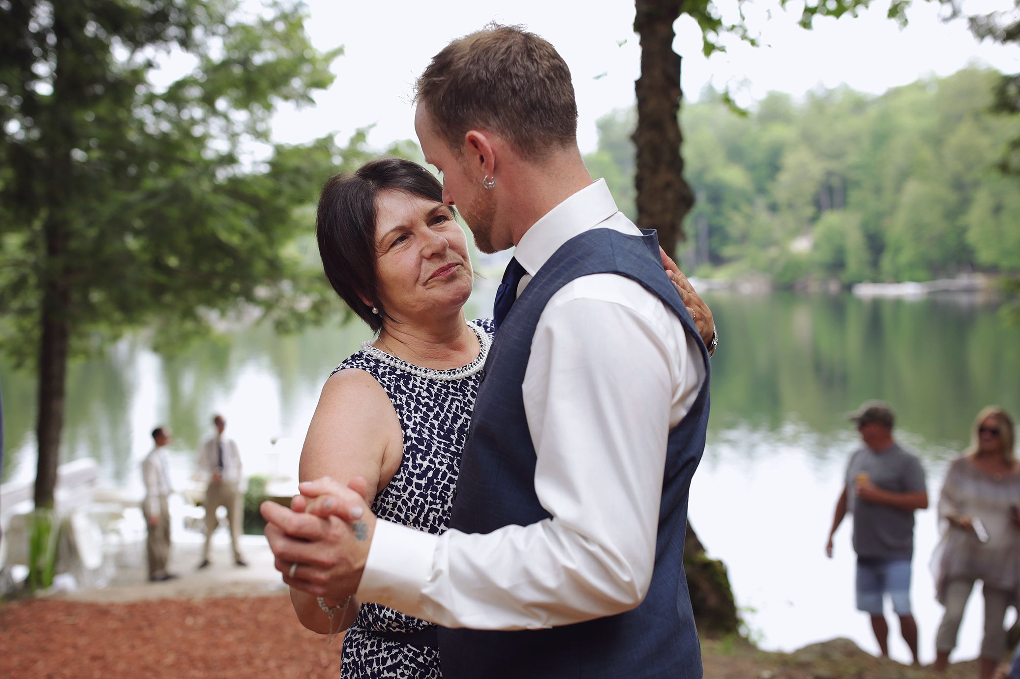 Intimate_Haliburton_Wedding_0042